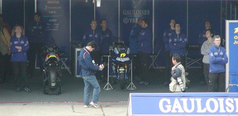 2003年4月4日 日本GP 鈴鹿サーキット GAULOISES Tech3 YAMAHA #4 Alex Barros(アレックス・バロス) #19 Olivier Jacque(オリビエ・ジャック)