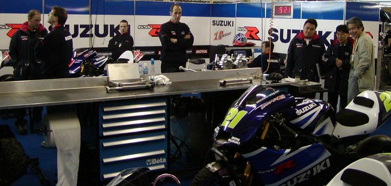 2003年4月4日 日本GP 鈴鹿サーキット SUZUKI Grandprix Team #10 Kenny Roberts Junior(ケニー・ロバーツ・ジュニア) #21 John Hopkins(ジョン・ホプキンス)