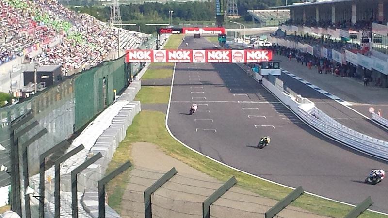 2016年7月31日 鈴鹿8耐 最終コーナーからメインストレート